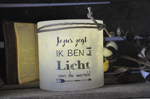 Windlicht M 'Jezus zegt, ik ben het Licht van de wereld, Grijs (Parafine)