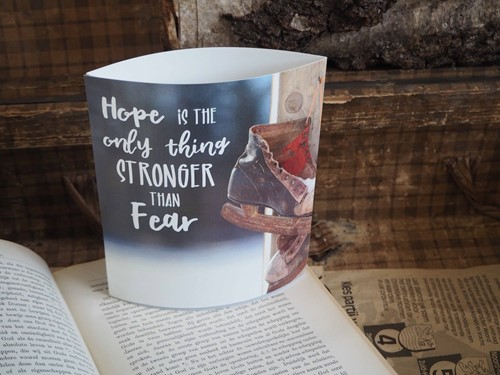 Lichtje voor jou: Hope is the only thing stronger than fear (Cadeauproducten)