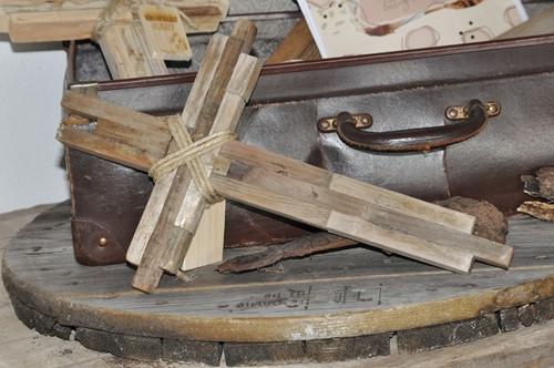 Houten kruis Authentiek Donker S (Hout)