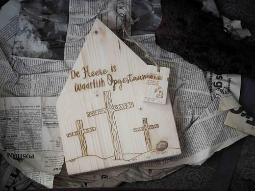 Deco Houten Huisje M - De Heer is waarlijk opgestaan - met kaarth (Hout)